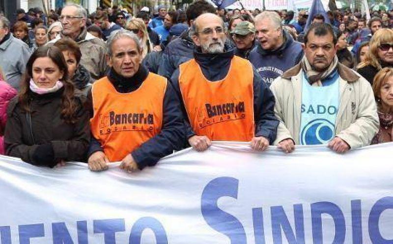 Palazzo pide un paro de todas las centrales sindicales