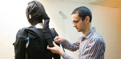 Diseñan en Córdoba un traje para ayudar a pacientes con problemas de movilidad