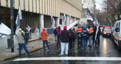 Escrache de trabajadores de Autopistas por persecuci�n sindical