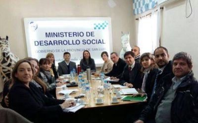 La ministra García Peanú presentó un proyecto al ministro de Gobierno y a senadores provinciales