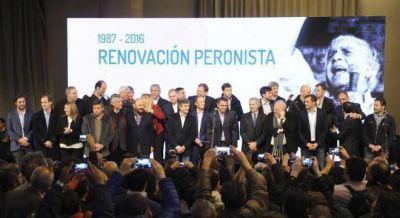 El peronismo pidió una renovación y le envió guiños a Massa