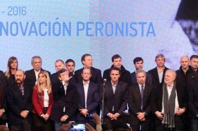Con Scioli y Solá, los intendentes del peronismo rechazaron el rol de