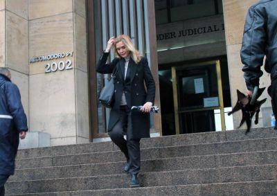 Elías de Pérez ratifica la denuncia de manejo irregular de fondos contra el ex gobernador, López y De Vido
