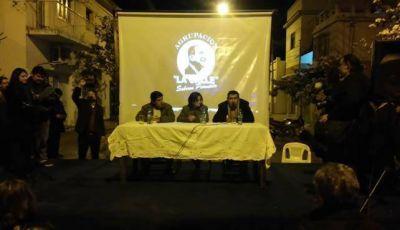 """Lucía acompañó a la agrupación """"La calle"""" en la vía pública"""