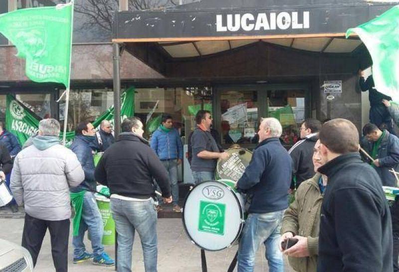 Lucaioli reincorpor� a algunos de los empleados despedidos