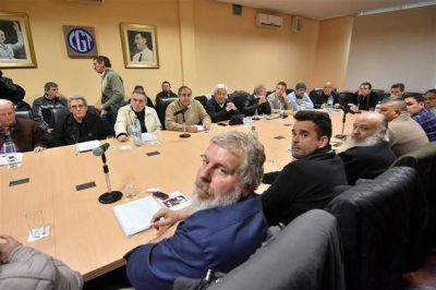 La CGT acord� con piqueteros y avanza hacia un paro nacional