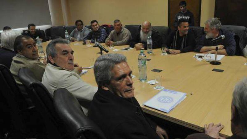 La CGT junta fuerzas contra el Gobierno con los piqueteros más duros