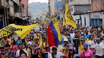 Sigue la presión en las calles en reclamo del revocatorio a Maduro