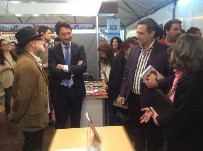 Con variada oferta, comenz� la Feria del Libro en C�rdoba