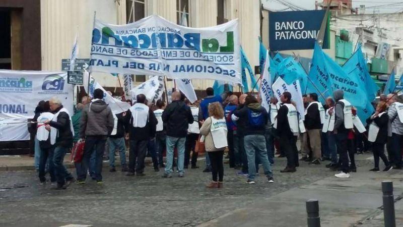Con la presencia de Sergio Palazzo, bancarios se movilizaron en defensa de la banca p�blica