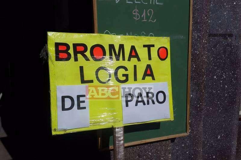 Contin�an de paro los trabajadores de la Direcci�n de Bromatolog�a