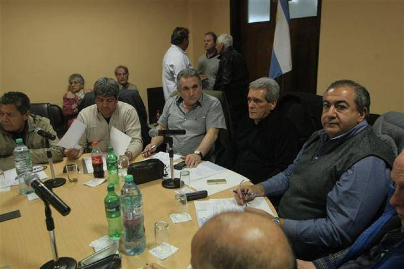 La c�pula de la CGT acord� poner en marcha un paro nacional, pero no defini� fecha