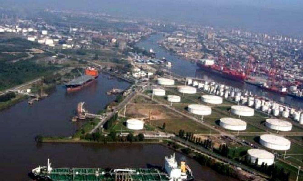 """Portuarios amenazaron con un paro por el """"caótico"""" estado de los puertos metropolitanos"""