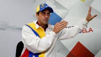 Capriles fue retenido por grupos armados en un aeropuerto