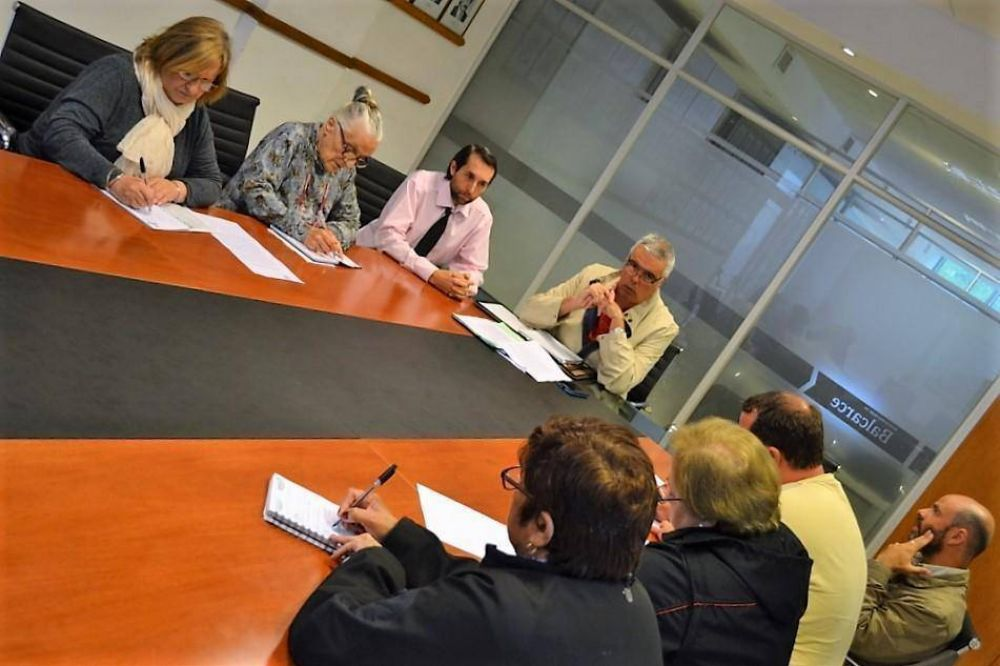 Municipales y profesionales de la salud alcanzaron acuerdo salarial y levantaron las medidas