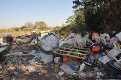 El descarte ilegal de residuos se extiende hasta Recreo