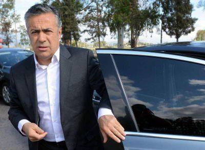 """Cornejo quiere """"reformular"""" las empresas públicas"""