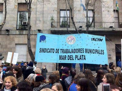 Seguir�n suspendidos los municipales procesados por las licencias truchas