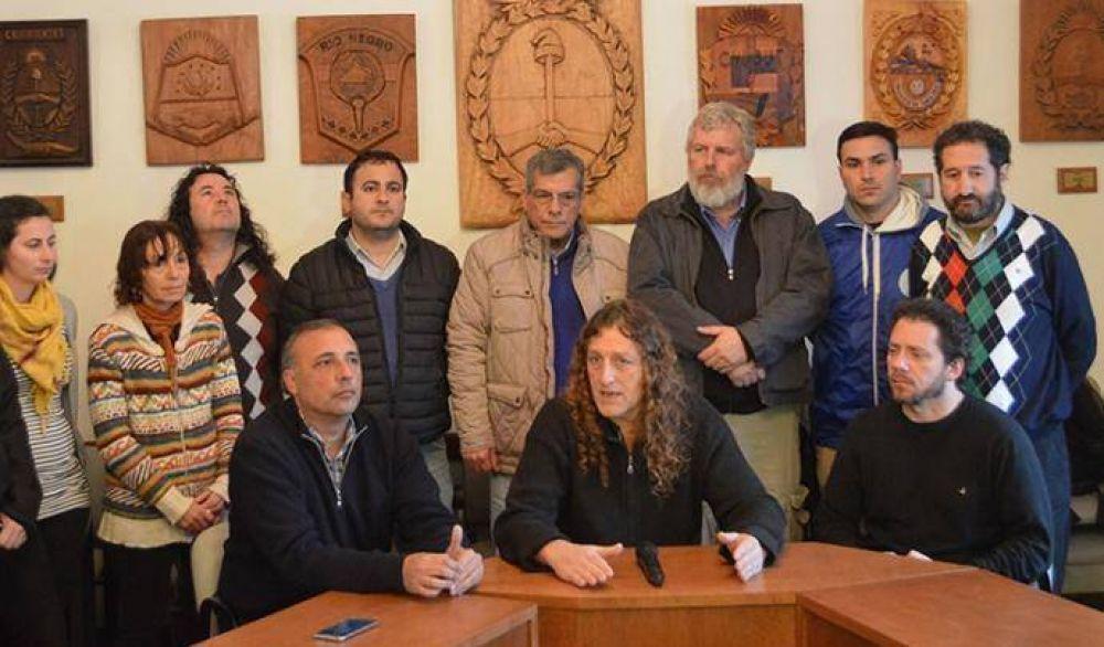 Estatales marchan a la Casa de Gobierno contra el ajuste de Vidal