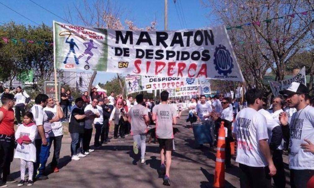 Trabajadores de Siderca plantaron sus reclamos en la maratón de la empresa