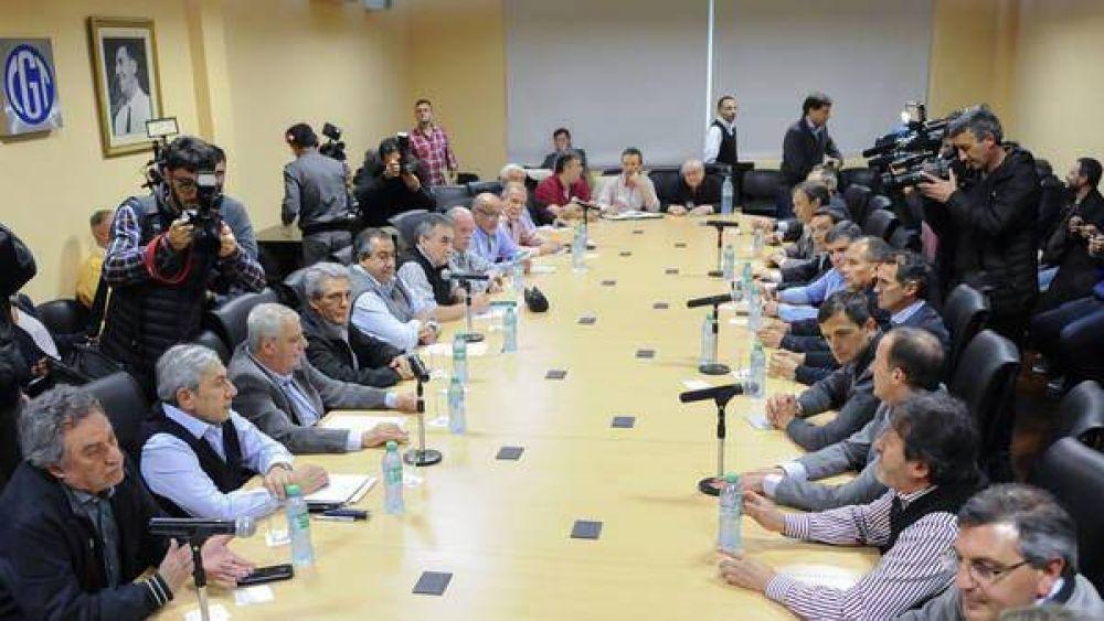 La CGT y los intendentes del PJ alertaron sobre la situación económica y social