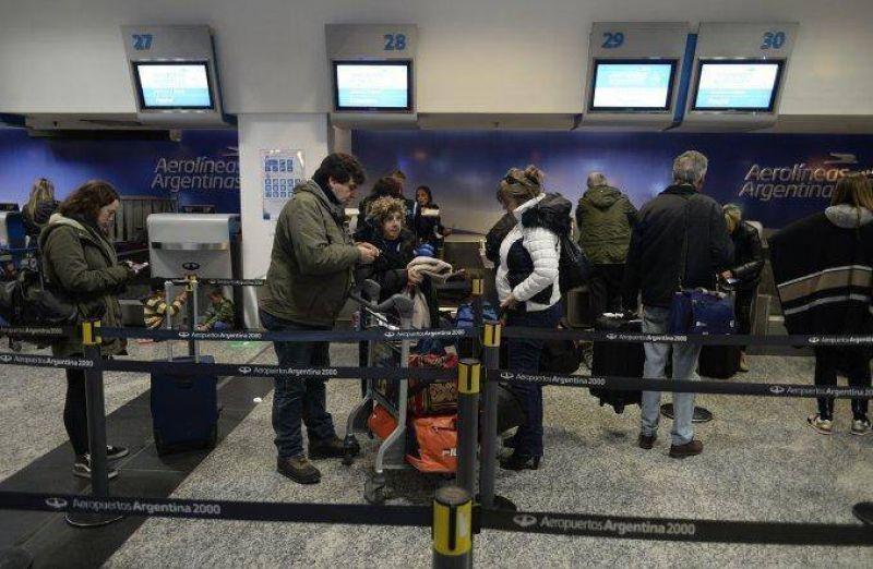 Pilotos argentinos podr�an ir al paro y se cancelar�an vuelos en los pr�ximos d�as