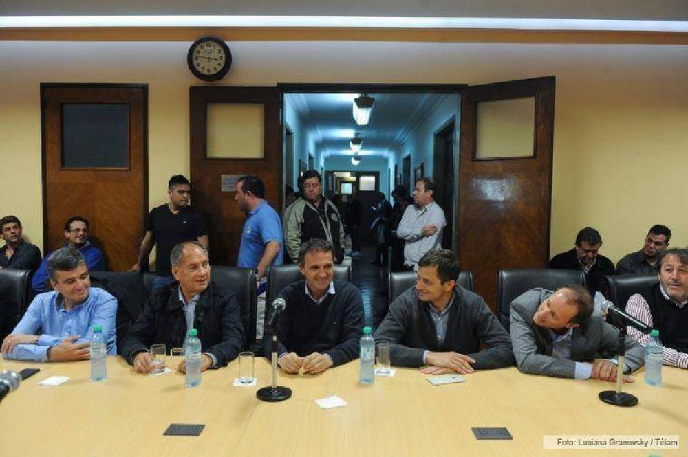 El consejo directivo de la CGT se reunió con intendentes peronistas