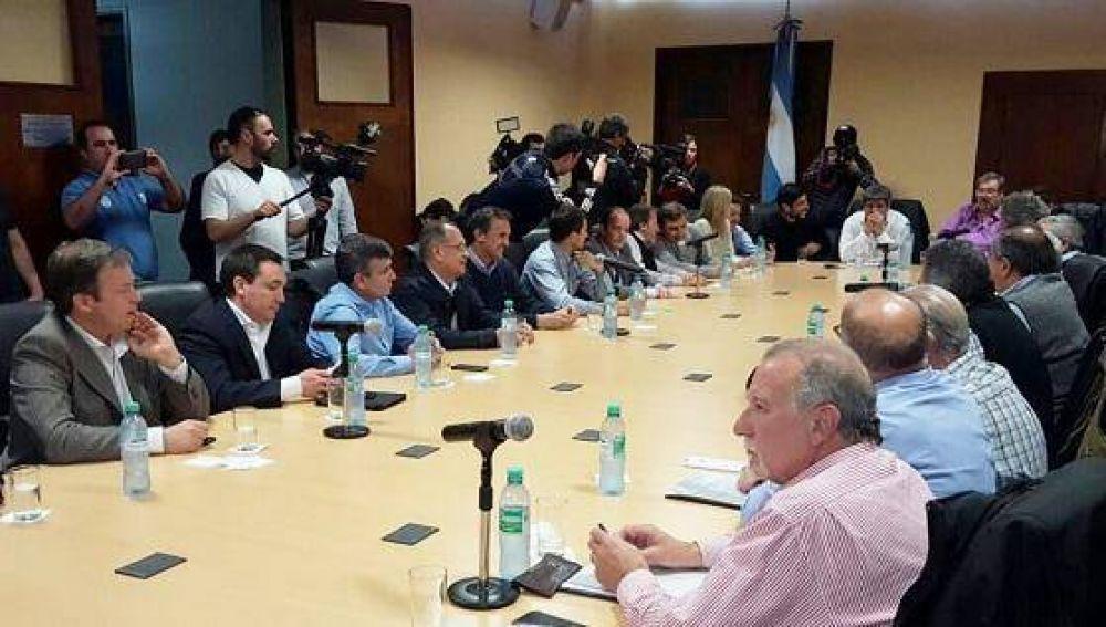 La nueva conducción de la CGT se reunió con intendentes peronistas