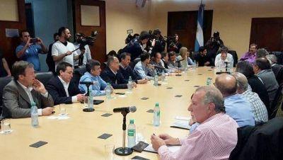 La nueva conducci�n de la CGT se reuni� con intendentes peronistas