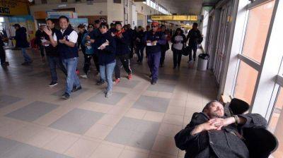 Los trabajadores de la ETON amenazan con frenar la llegada y salida de colectivos