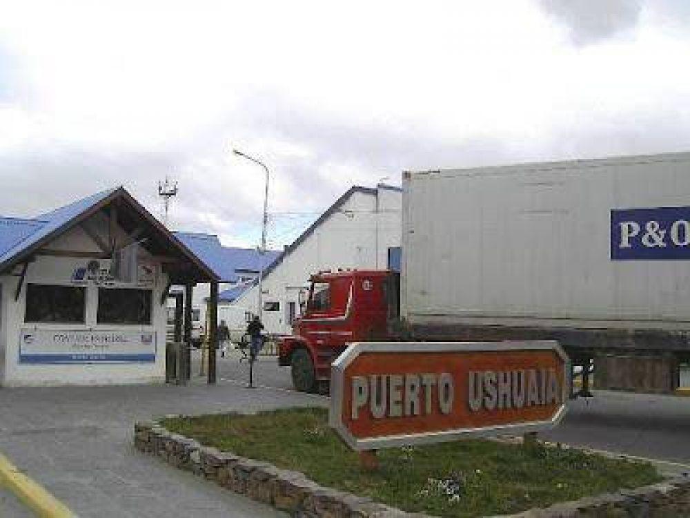 Trabajadores del puerto siguen en alerta y movilización