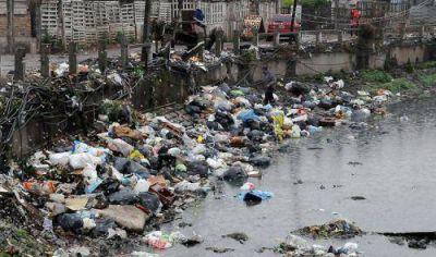 El titular de la ONG neg� ante la Justicia haber sacado ocho cad�veres de un arroyo