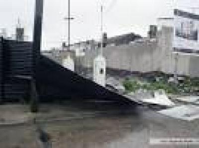 Más de 200 evacuados, cortes de luz y voladuras de techos por fuerte temporal