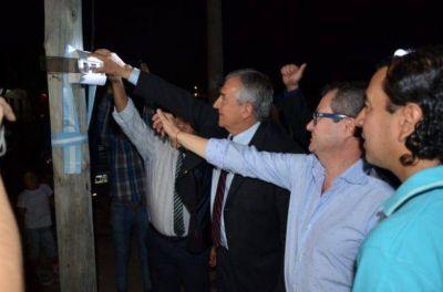 SAN PEDRO: INAUGURARON SERVICIO DE ALUMBRADO EN EL BARRIO BAJO MORALITO