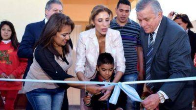 Claudia de Zamora entregó 100 módulos habitacionales a familias del barrio Los Telefónicos