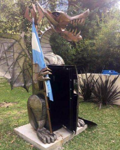 Un ex funcionario de Scioli escond�a una caja fuerte en la estatua de un drag�n