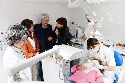 Presentaron la Unidad M�vil de Odontolog�a de San Fernando