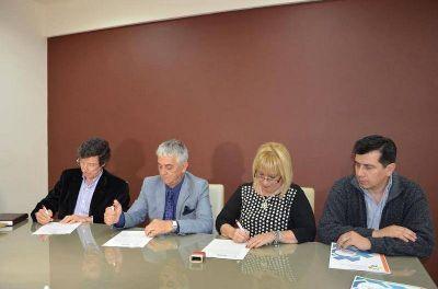 Firman convenios entre el Ministerio de Salud y la Facultad de Humanidades