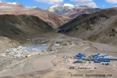 El gobernador Sergio Uñac ordenó la paralización de la mina Veladero