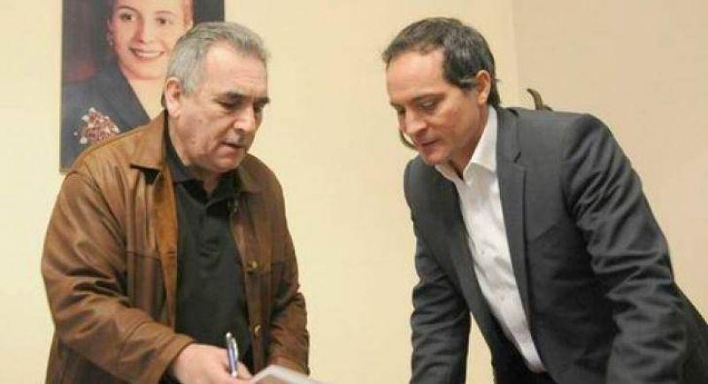 Camau, con el l�der cegetista Juan Carlos Schmid