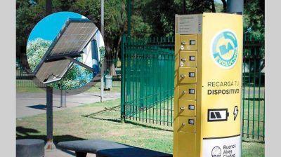 Los cargadores solares para el móvil son los nuevos teléfonos públicos