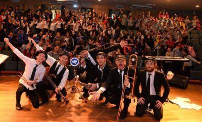 Alumnos celebraron en AMIA 200 años de diversidad en la Argentina