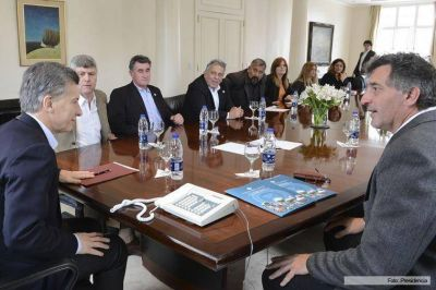La Federación Agraria Argentina le entregó a Macri un documento con propuestas para las economías regionales