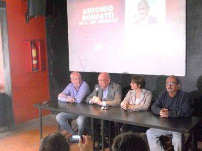 Antonio Bonfatti brindó una conferencia en nuestra ciudad