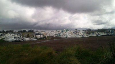 """La voz de los vecinos: """"Bidones de agroquímicos a cielo abierto"""" en El Perdido"""