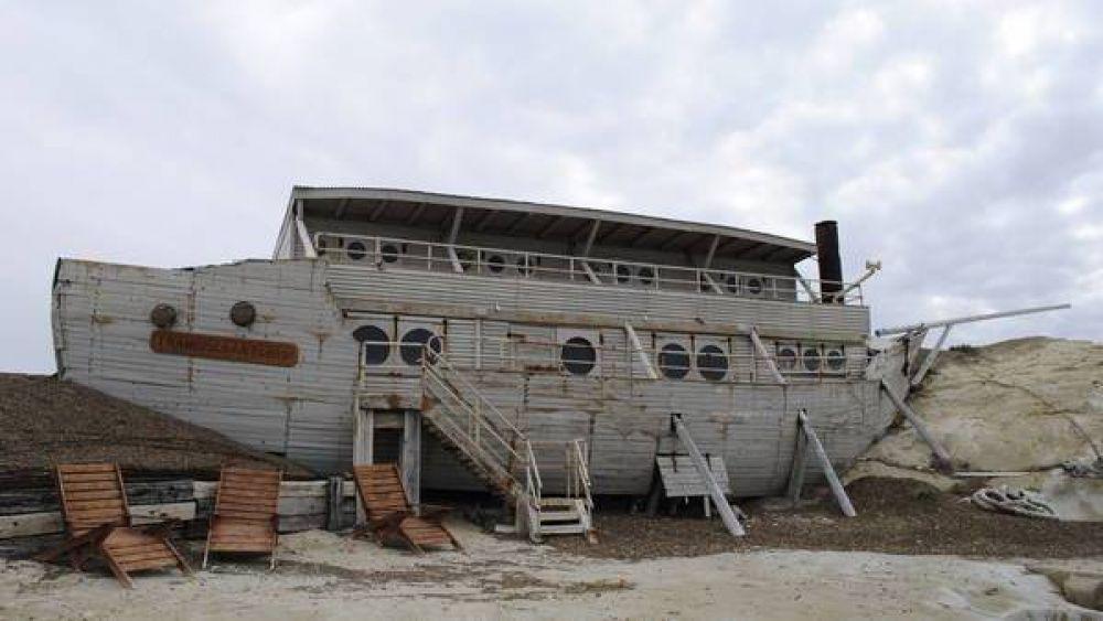 """""""Caballo"""" Suárez y su vida de lujo, con un barco dentro de su estancia"""