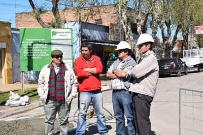 Construyen pavimento en Avdas. Rivadavia y Frocham