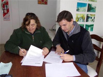Se firmó un convenio de cooperación entre las direcciones de Bromatología y Ambiente