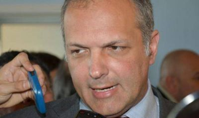 Buzzi se defendió por el préstamo a Alpesca