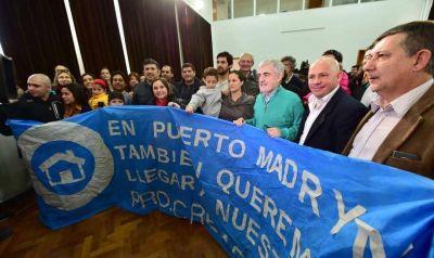 Das Neves firmó obras para que 208 familias de Madryn tengan servicios